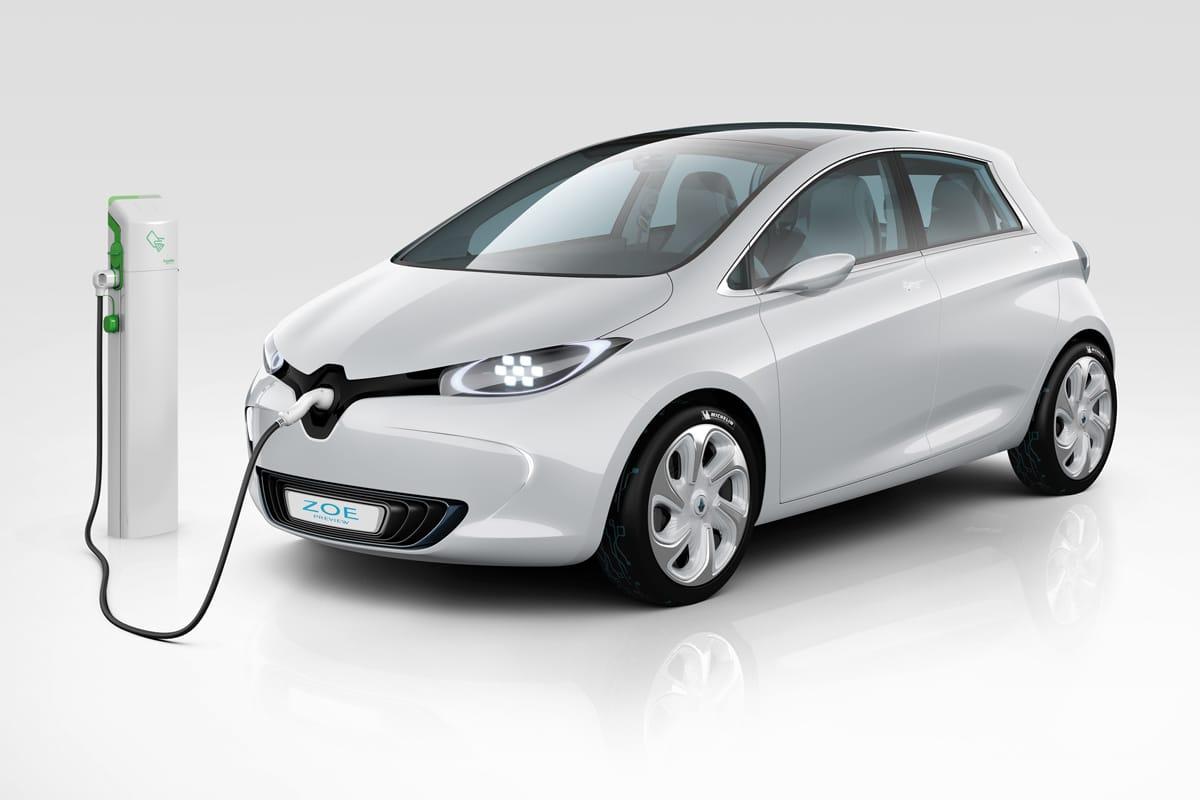Tonton Gérard teste la voiture électrique