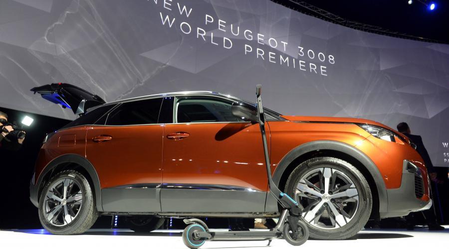 Une trottinette dans le coffre du nouveau Peugeot 3008