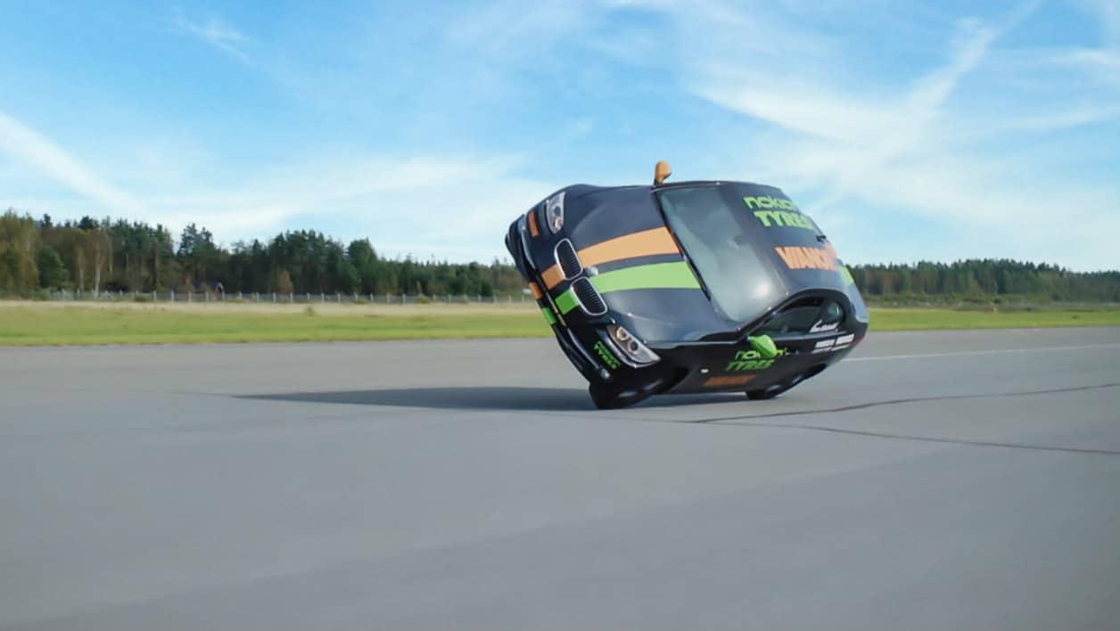 Record du monde : 186km/h sur deux roues (et en voiture !)