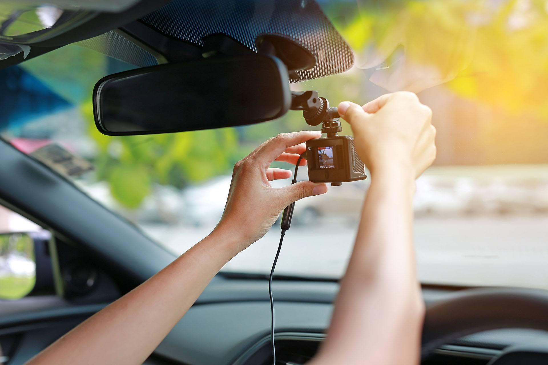 Caméras embarquées : bientôt obligatoires dans nos voitures ?