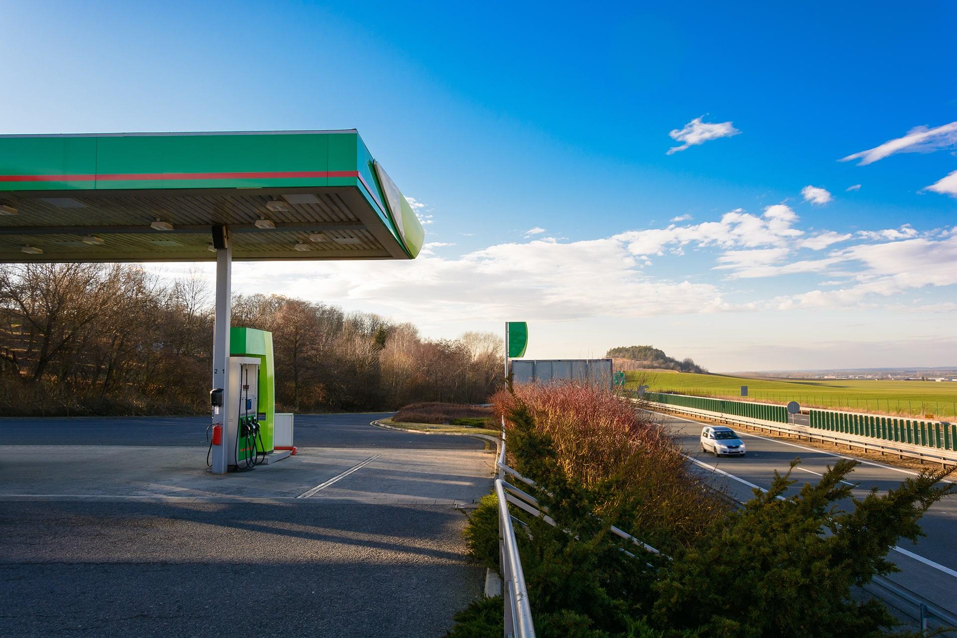 Stations-essence sur l'autoroute : vers une baisse des prix du carburant ?