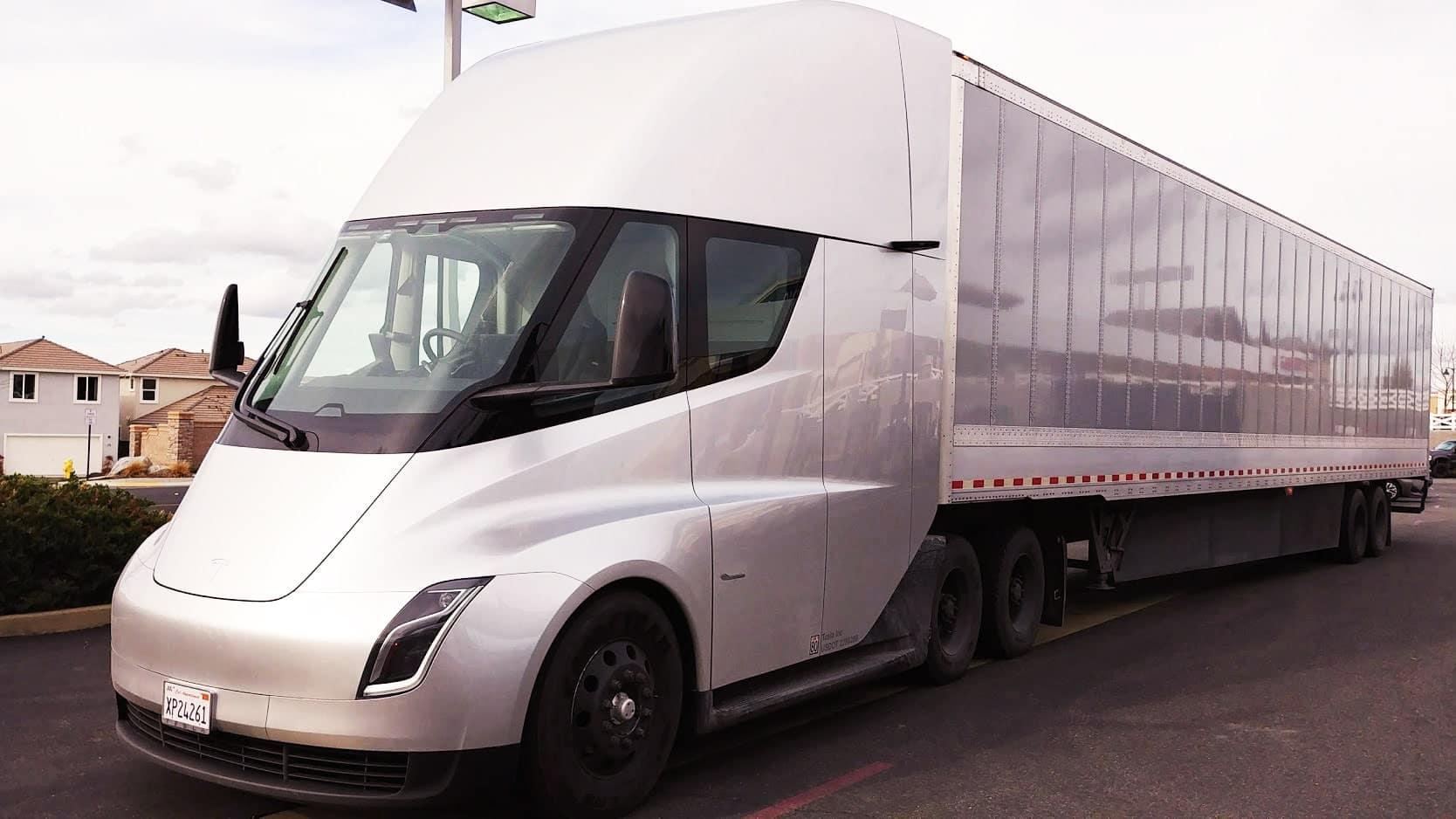 Tesla Semi : un camion 100% électrique bientôt sur nos routes ?