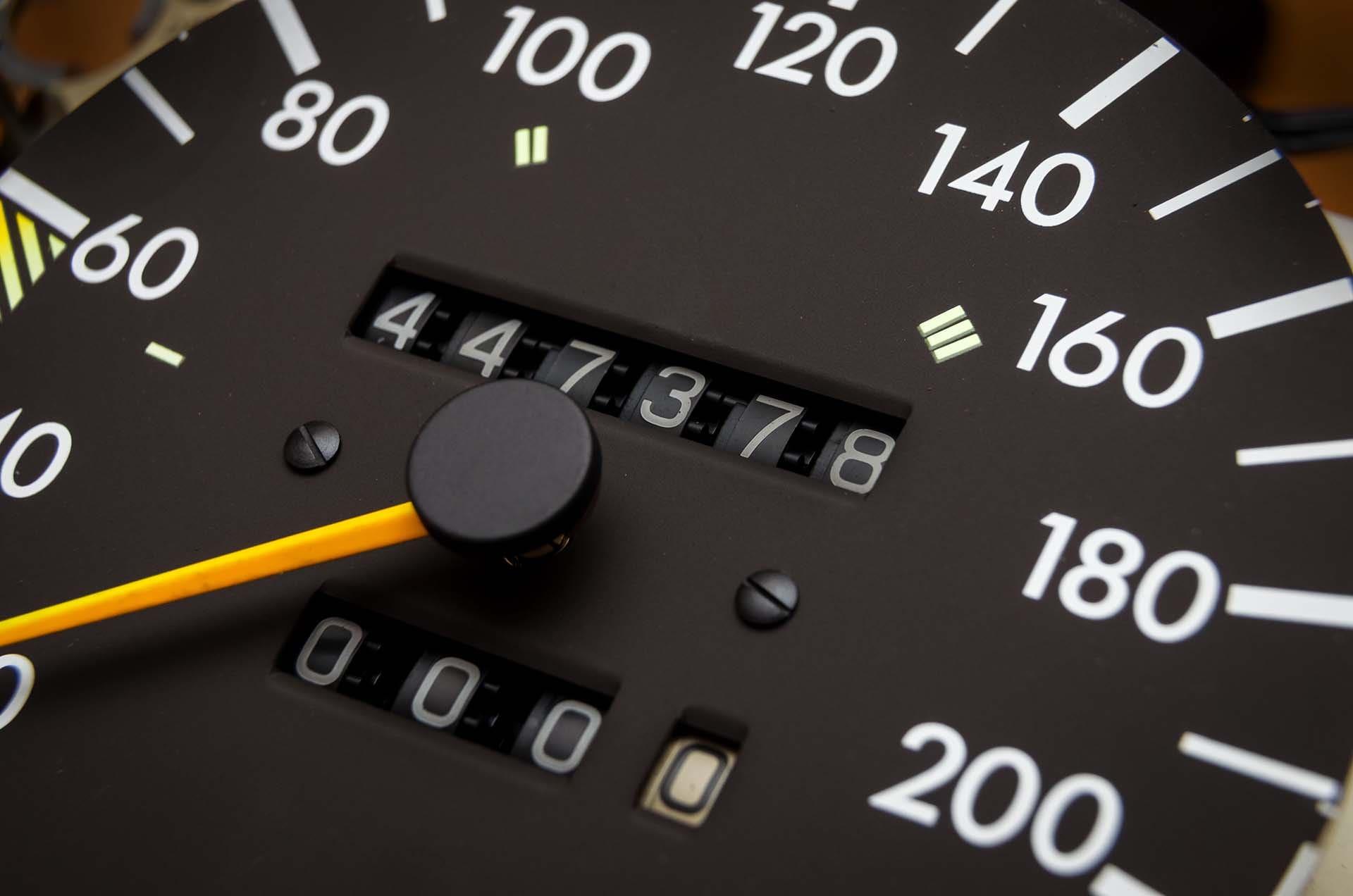 Compteur kilométrique trafiqué : comment le repérer ?